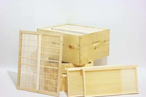 קיט ציוד מתקדם לכוורת דבורים. מוצרים